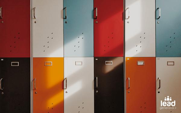 photos des casiers rectangulaires d'un lycée pris de face avec des couleurs rappelant celui d'un call-to-action