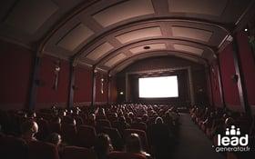 Photo d'une salle de cinéma pour illustrer les différents formats de vidéo pour générer des leads